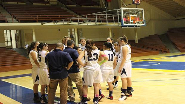 Girls+varsity+basketball+defeats+defending+North+Coast+Section+champs+St.+Joe%27s