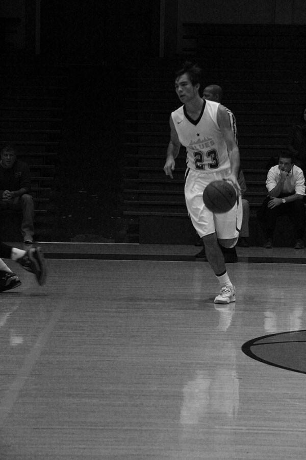 Captain Rowan Williams ('15) running the offense vs. league opponent Marin Academy