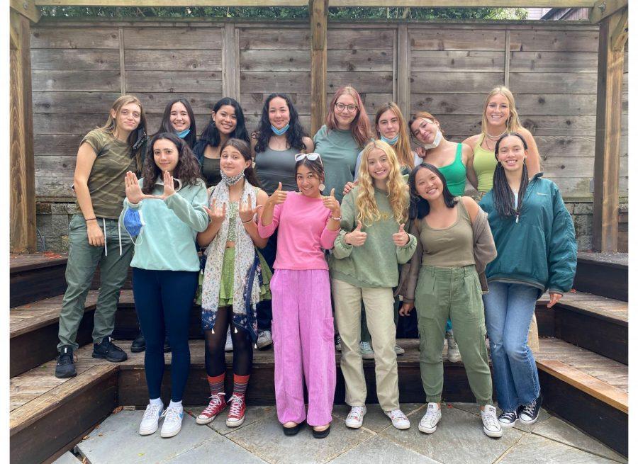 Girls volleyball team in the garden in 2021. Photo credit: Romy Zwerin.
