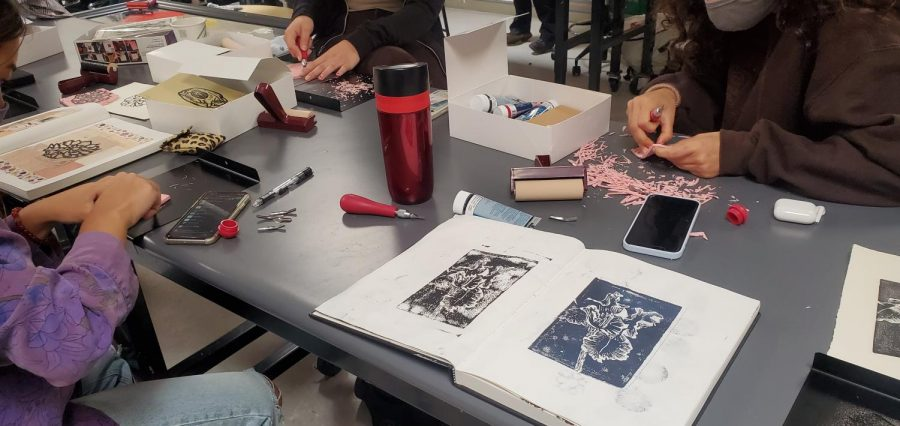 Students in the Drawing/Mixed Media art class in 2021. Photo credit: Kate Randall.